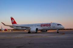 Bombardiere svizzero CS300 all'aeroporto di Pola immagine stock libera da diritti