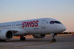 Bombardiere svizzero CS300 all'aeroporto di Pola fotografia stock libera da diritti