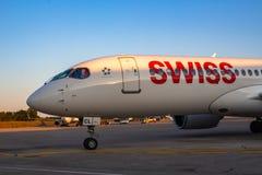 Bombardiere svizzero CS300 all'aeroporto di Pola Fotografia Stock