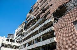 Bombardiertes Gebäude in Belgrad Stockbild
