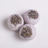 Bombas aromáticas do banho em um branco Fotos de Stock