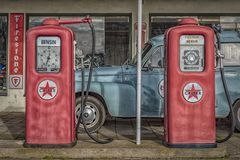 Bombas de gasolina do vintage fotografia de stock royalty free