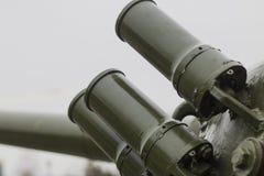 Bombas de humo defensivas del grupo colocadas en la torrecilla del tanque Imágenes de archivo libres de regalías