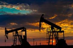 Bombas de petróleo Imágenes de archivo libres de regalías