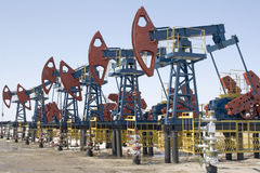 Bombas de petróleo imagens de stock