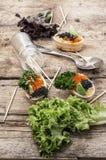 Bombas del bocado con el caviar rojo y negro Foto de archivo libre de regalías