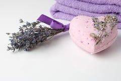 Bombas do banho da alfazema em um fundo branco foto de stock royalty free