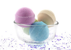 Bombas do banho nos mercadorias de vidro imagens de stock royalty free