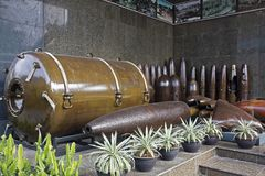 Bombas na exposição no museu dos restos da guerra em Ho Chi Minh City imagem de stock royalty free