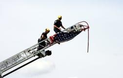 Bombeiros com bandeira americana Fotos de Stock Royalty Free