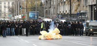 Bombenexplosion in der Straße lizenzfreies stockbild