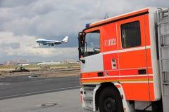 Bombero del aeropuerto Fotos de archivo