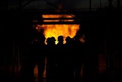 Bomberos en un fuego Imagenes de archivo