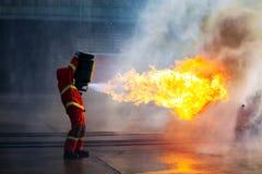 Bomberos que entrenan, el fighti del fuego de la formación anual de los empleados Imagenes de archivo