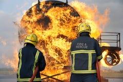 Bomberos que luchan el fuego Imágenes de archivo libres de regalías