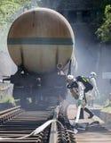 Bomberos tóxicos del tren de la emergencia de los ácidos de las sustancias químicas Imágenes de archivo libres de regalías