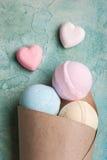 Bombes de bain de bleu, de vanille et de fraise image stock