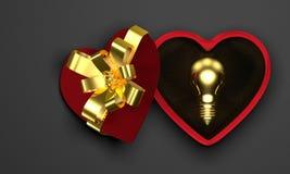Bombilla de oro en caja en forma de corazón Imágenes de archivo libres de regalías