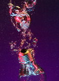 Bombilla eléctrica en agua Imagen de archivo