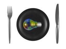 Bombilla iridiscente multicolora, placa negra, bifurcación de acero y cuchillo. Visión superior Imagen de archivo