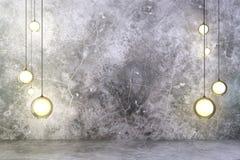 Bombillas con el muro de cemento y el piso imagen de archivo libre de regalías
