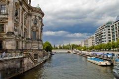 Bomblowanie rzeka w Berlin, Niemcy Obrazy Royalty Free