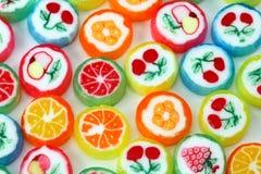 Bombom colorido misturado da fruta imagens de stock