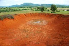 Bombowi kratery w światowym ` s ciężko bombardującym miejscu fotografia stock