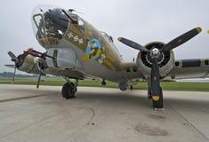 Bombplan B17 på flygplatsen Arkivfoton