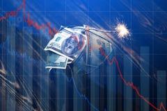 Bomgeld met een brandende wiek met dalingsgrafieken op blauwe achtergrond Explosie van investeringsmarkten Financi?le crisis royalty-vrije stock fotografie