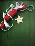 Bon bon рождества на винтажной предпосылке древесной зелени вертикально стоковые фото