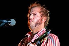 Bon Iver (американский indie диапазон людей основанный в 2007 певиц-песенником Джастином Верноном) выполняет на Poble Espanyol Стоковые Фотографии RF