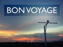 Bon Voyage Concept med en bild av flygplatslandningsbanan Arkivfoto