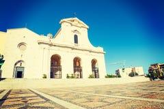 Bonaria-Kathedrale in Cagliari an einem sonnigen Tag Stockfotos