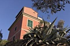 Bonassola, blisko Cinque Terre 03/31/2019 Typowy Liguryjski dom obraz royalty free