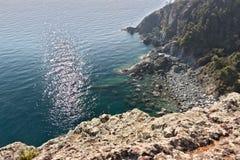 Bonassola, dichtbij Cinque Terre, Ligurië Het landschap en de kust op het overzees stock foto
