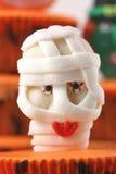 Bonbon à momie sur le gâteau de cuvette Photo stock