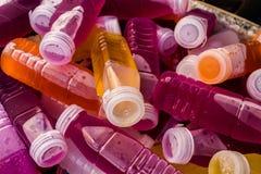 Bonbon dans les bouteilles en plastique Photo libre de droits