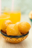 Bonbon gebratene Teigbälle mit Honig lizenzfreie stockbilder
