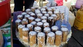 Bonbon malais en bambou à plat de Putu Photographie stock libre de droits