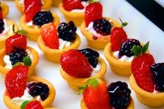 Bonbons à corbeilles de fruits Image libre de droits