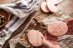 Bonbons à emballage dans l'espace libre de boîte-cadeau Image stock