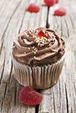 Bonbons à gelée de coeur et gâteaux rouges de chocolat Image libre de droits