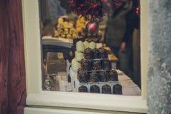 Bonbons à Noël à la vitrine images stock
