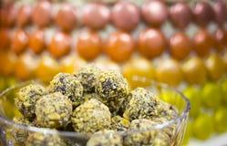 Bonbons σοκολάτας σε ένα κύπελλο Στοκ εικόνες με δικαίωμα ελεύθερης χρήσης