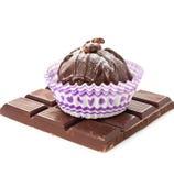 Bonbons шоколада лакомки темные и адвокатское сословие изолированное на белом backg Стоковые Изображения
