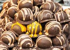 Bonbons шоколада сладостные в магазине конфеты, sellin кондитерскаи Стоковая Фотография RF