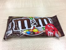 Bonbons au chocolat à lait du ` s de M&M Images stock