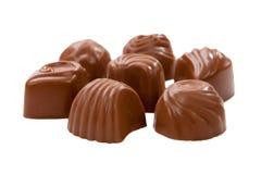Bonbons au chocolat délicieux d'isolement sur le blanc Image libre de droits