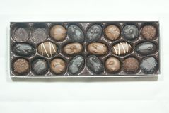 Bonbons au chocolat de luxe dans une boîte image libre de droits
